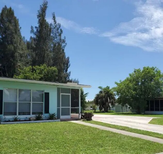 Cozy Clean 2 Bedroom 9 Min. to the Beach & Fishing, holiday rental in Fort Ogden