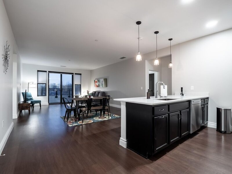 Stunning Condo, Heart of Little Italy #403, holiday rental in South Euclid