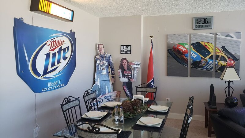 Rent a Luxury 7th Floor Texas Motor Speedway Condo! Right on the race track!, vacation rental in Newark