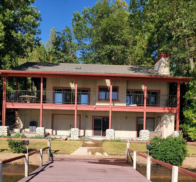 Lakefront House w/Private Dock - #R2 -4 bed+Loft, 3 bath - sleeps 12, vacation rental in Bass Lake