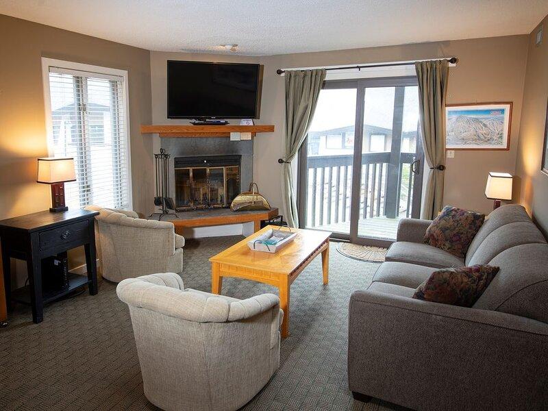 Ski-in/Ski-out Condo at Okemo | Free Wi-Fi, Pool Access, location de vacances à Belmont