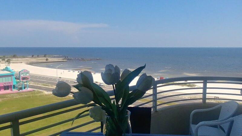 Accepting bookings now. Drive to your getaway and have contactless check-in, vacation rental in Biloxi