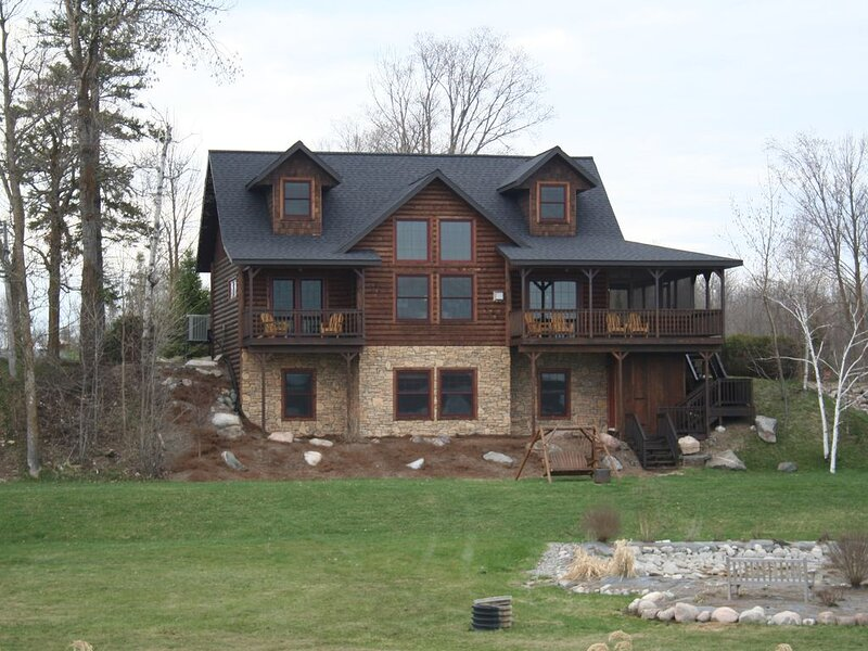 6 bedroom-Sleeps 22 People-Pontoon-Lake Front-Beach-Pool-Hot tub-Kayaks, holiday rental in Blackduck