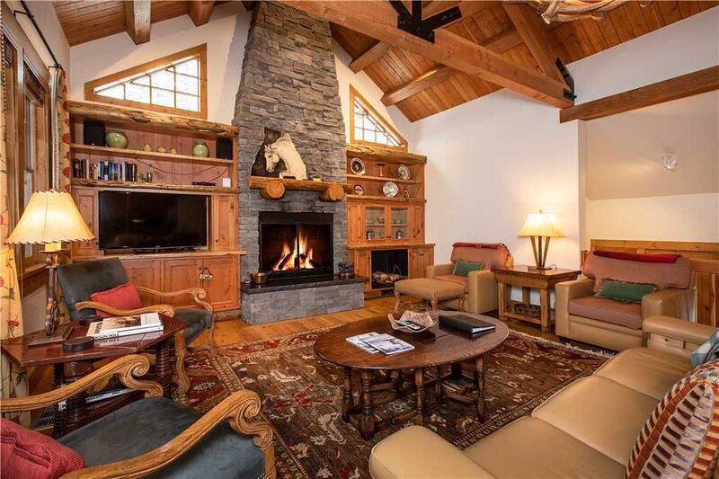 RMR: Deluxe Home- Walk to Ski & Dining!, location de vacances à Moose