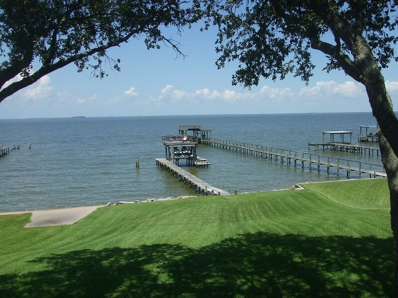 WATERFRONT on Galveston Bay with Private Pier, alquiler vacacional en Bacliff