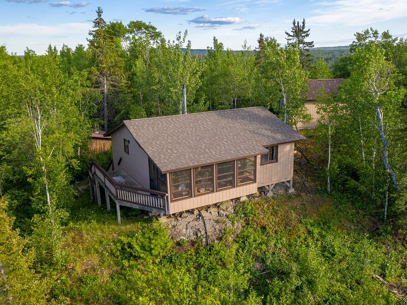 Three Bedroom Cabin 20 Miles Ne Of Ely With An Exquisite View Of The Bwcaw, casa vacanza a Ely