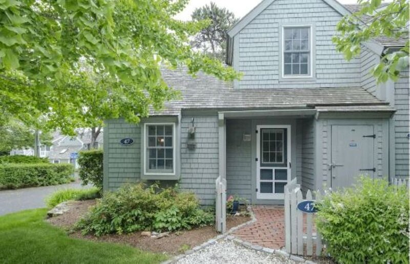 Cape Cod Cottage steps from Private Beach, holiday rental in Mashpee
