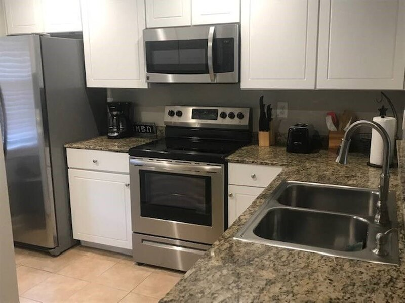K6: Location!! Walk to Campus!! Newly Remodeled!, holiday rental in University