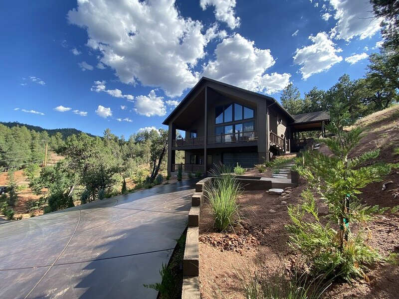 NEW 2+ Acres, Charming Home with a View!, vacation rental in Pine