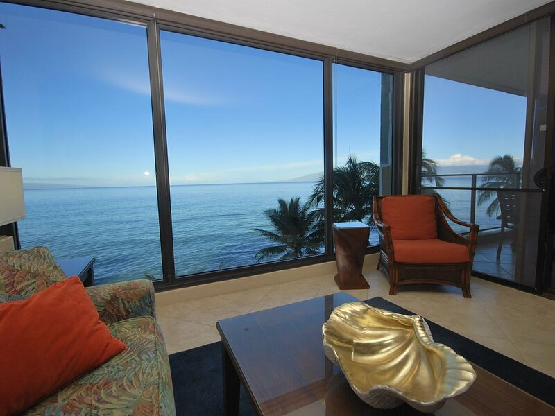 Spectacular Direct Oceanfront Newly Remodeled Mahana 1BR/1BA on Kaanapali Beach!, vacation rental in Lahaina