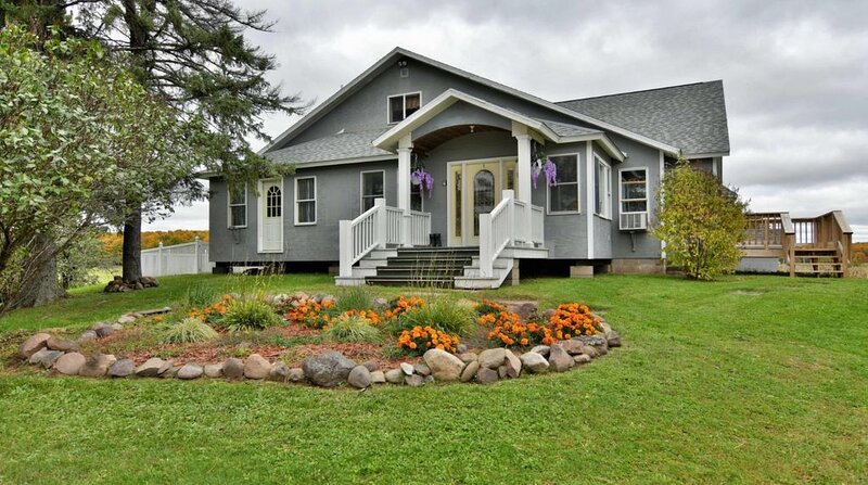 Large home on 160 acre Paradise., vacation rental in Ashland