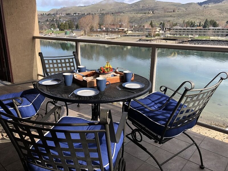 Grandview on the Lake Presidential, Lakefront Condo, holiday rental in Chelan