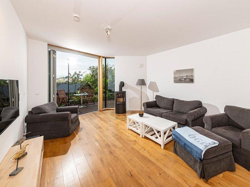 Unsere edle Seglerwohnung - hochwertig und exklusiv mit direkter Wasserlage., aluguéis de temporada em Arnis