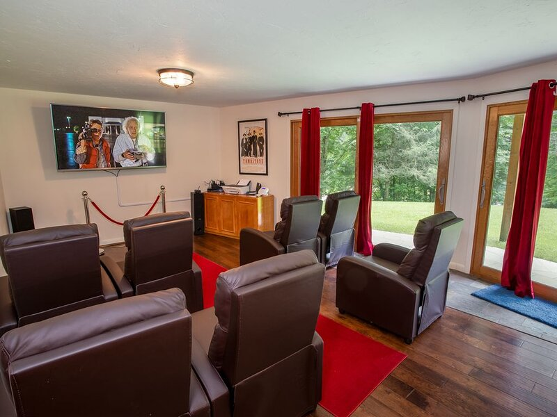 4BR Mountain Retreat! Theater Room, Hot Tub, Wooded Acreage w/ Trails, Pond, Pad, vacation rental in Elk Park