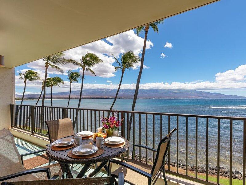 Maui Stunning Oceanfront View with a/c! *Lauloa 306*, Ferienwohnung in Wailuku