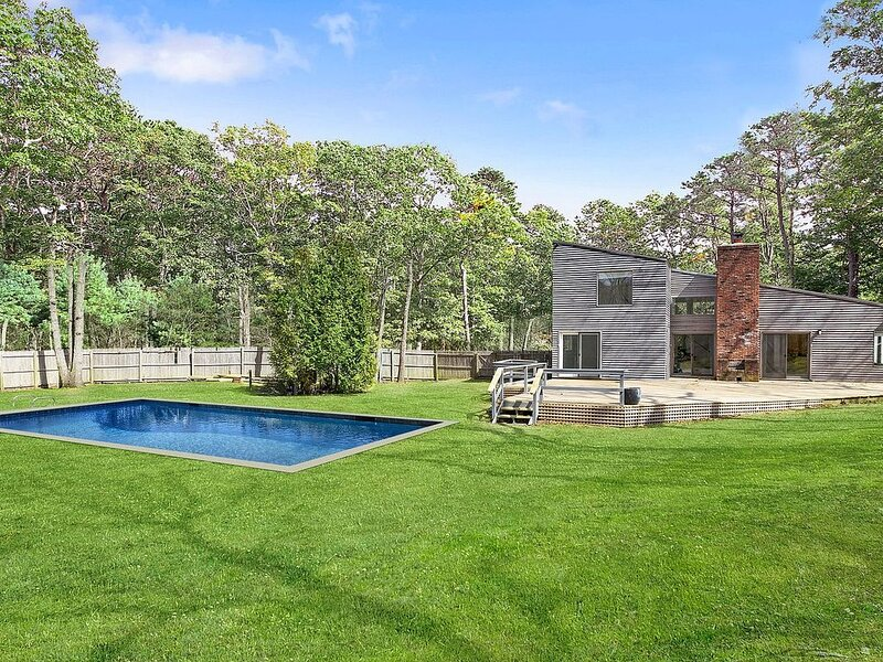 Serene Modern with Heated Pool In Great Southampton Location, vacation rental in Water Mill