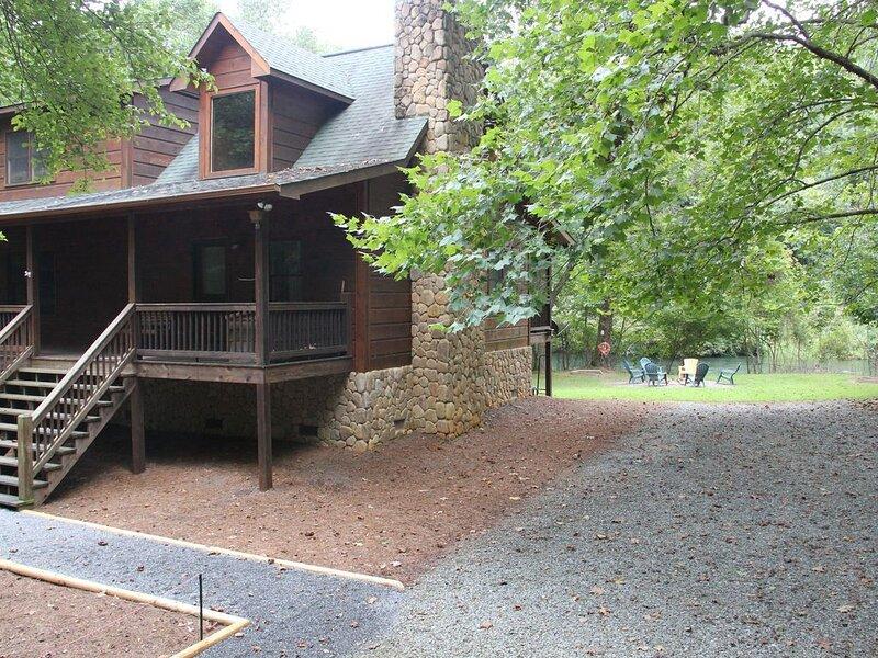 Toccoa Riverfront Retreat - Cabin on private Toccoa river shoreline, alquiler de vacaciones en Mineral Bluff