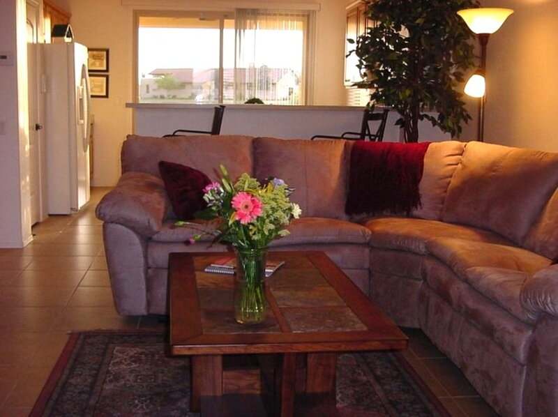 Golf Course View and Walk to Clubhouse, holiday rental in Sun City West