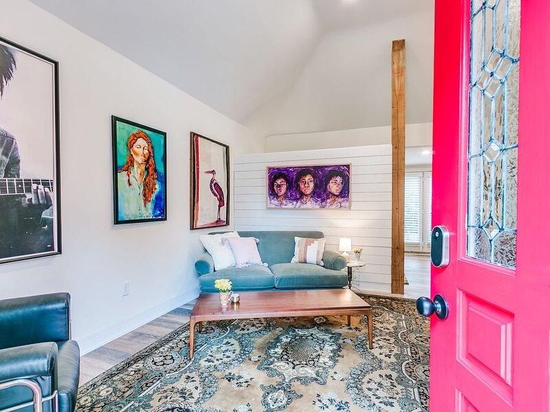 Mid Century Modern Getaway - Plaza District, aluguéis de temporada em Oklahoma City