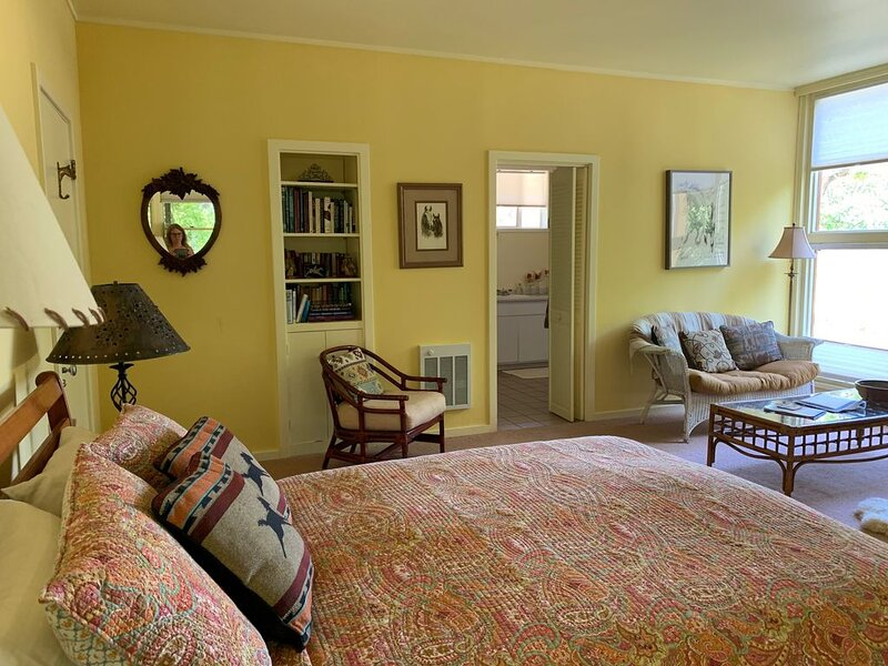 RustRidge Bed and Breakfast - Rustridge Suite, holiday rental in Pope Valley