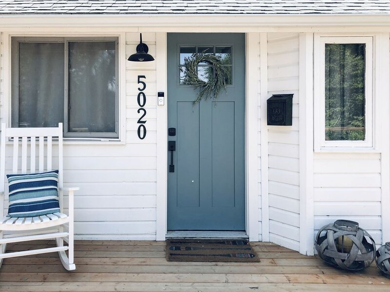 The Paddle-Inn Beach, holiday rental in Red Deer