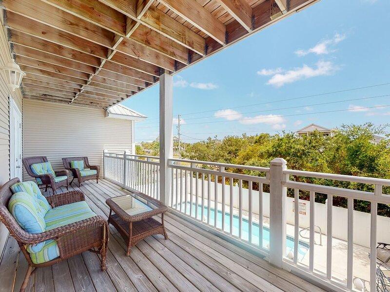 New listing! Dog-friendly home w/ a private pool & spacious decks - near beach!, holiday rental in Eastpoint