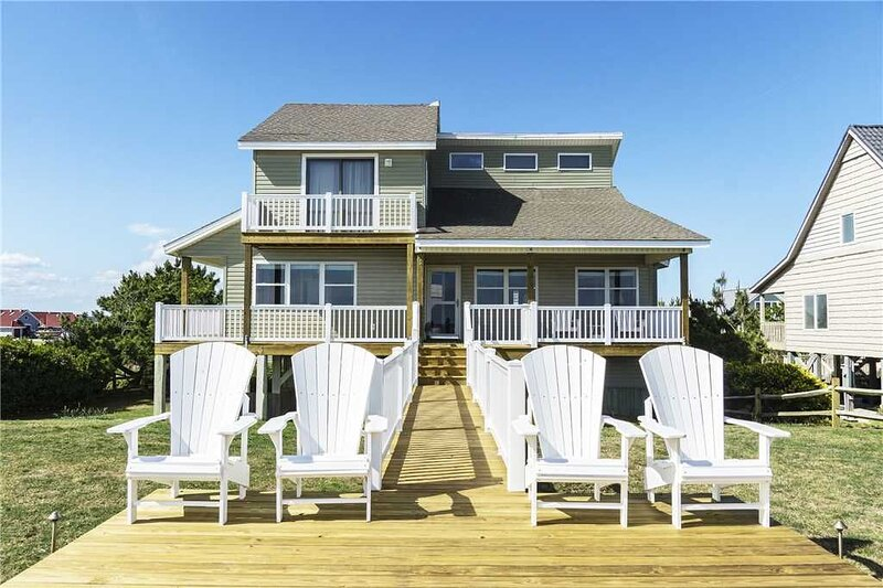 Southern Breeze: Nostalgic Oceanfront Home with Room for the Whole Family, location de vacances à Caswell Beach