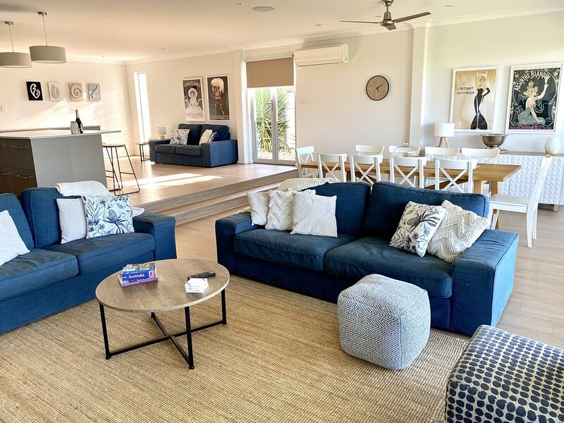 Waterfront Paradise - 7 Bedrooms, Perfect for Large Family Groups, holiday rental in Goolwa