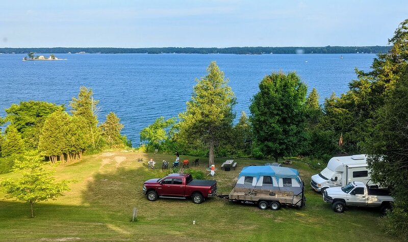 Private St. Lawrence River front RV Camp with Dock & Sunsets at Thousand Islands, alquiler de vacaciones en Brockville