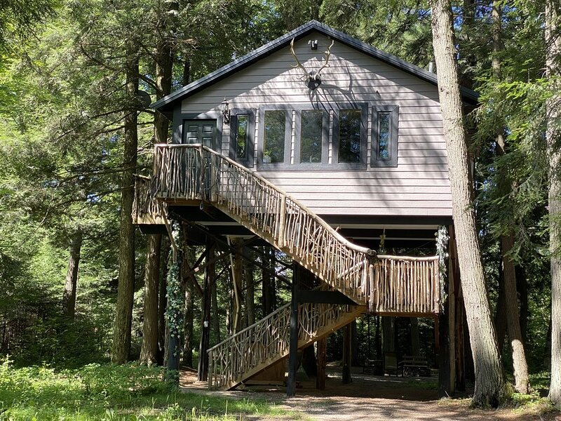 Spacious Tree House w/ River & Trail Access, vacation rental in Summit Lake