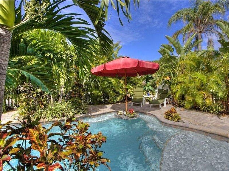 Luxury 2 bed, 2 En Suite Baths, Private Htd Pool, 0 Blocks to Beach - Just Steps, vacation rental in Holmes Beach