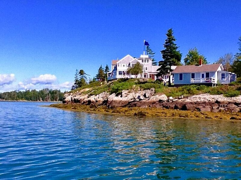 Baypoint Cottages - 1800 Ft of shorefront on the Fox Island Thorofare! Baypoint, holiday rental in North Haven