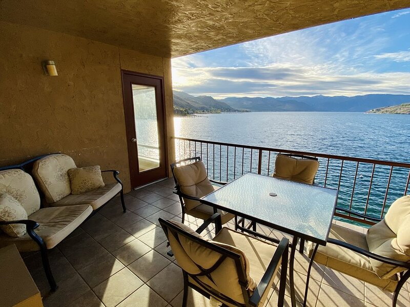 Gorgeous Three Bedroom, Two Bathroom Grandview On The Lake Condo, holiday rental in Chelan