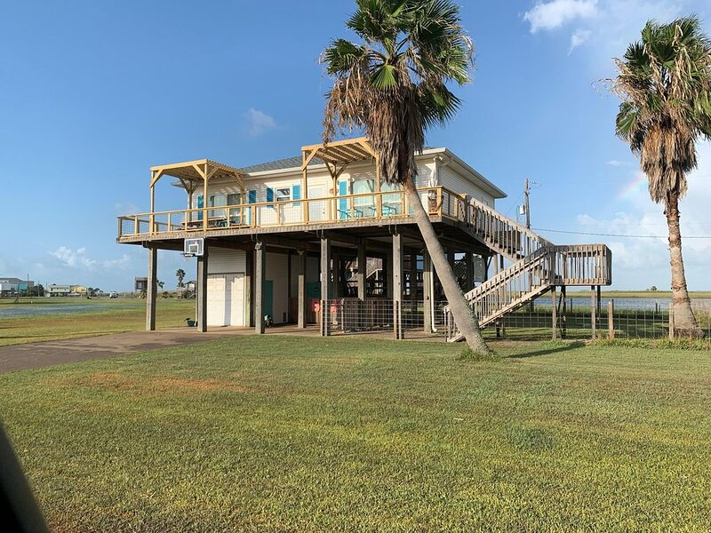 Bright, Fun, Beach House - Great Neighborhood Ready For Your Family Vacation, location de vacances à Freeport