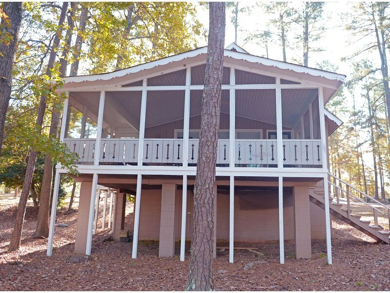 Pine Mountain Club Chalets - Three Bedroom Lakefront #78 - Pet Friendly, aluguéis de temporada em Pine Mountain Valley