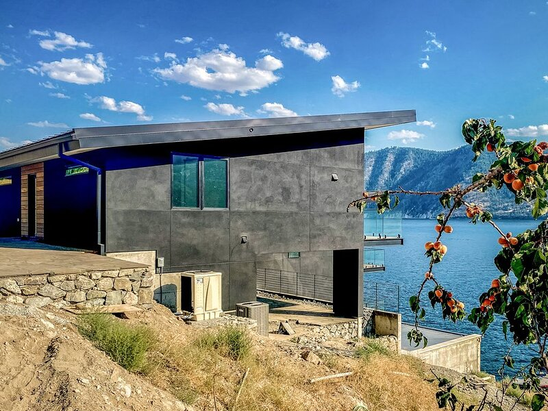 Modern lake house w/waterfront access, lake views & mid-century modern touches., holiday rental in Manson