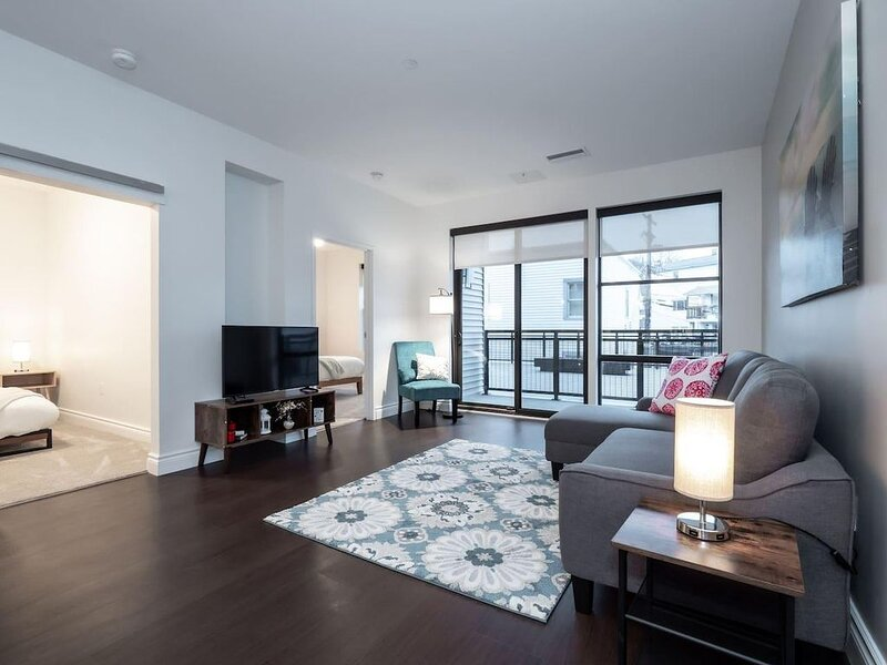 Luxury Condo in the Heart of Little Italy #204, holiday rental in South Euclid