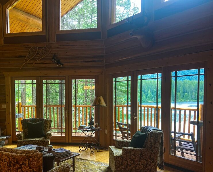 Spoon Lake Lookout ~ Private Lakefront Getaway ~ Minutes from Glacier National P – semesterbostad i Columbia Falls