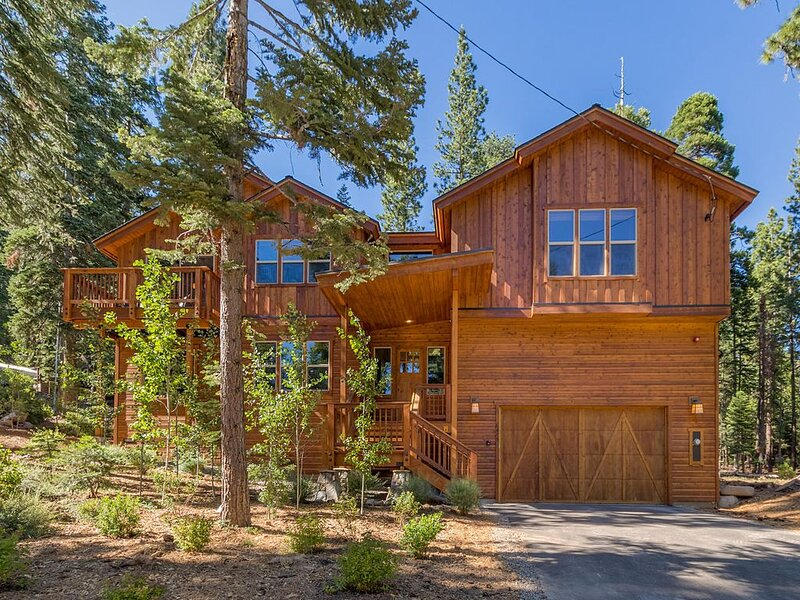 Spacious With Luxury Comforts and Surrounded by National Forest, Hiking Trails,, alquiler vacacional en Tahoe Vista