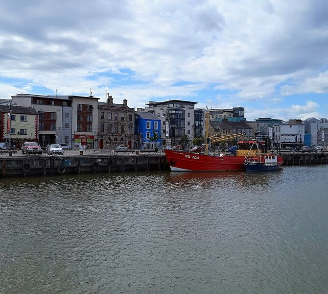 Modern Condo in the Heart of Wexford, holiday rental in Killinick