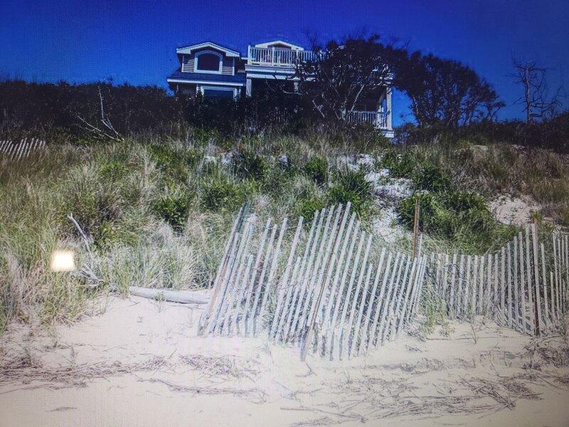Beachfront house amazing views, alquiler de vacaciones en Villas