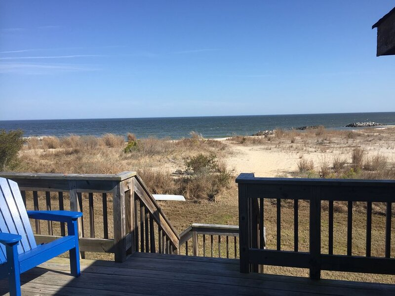 Private Beachfront Home on Chesapeake Bay - Gwynn's Island, holiday rental in Schley