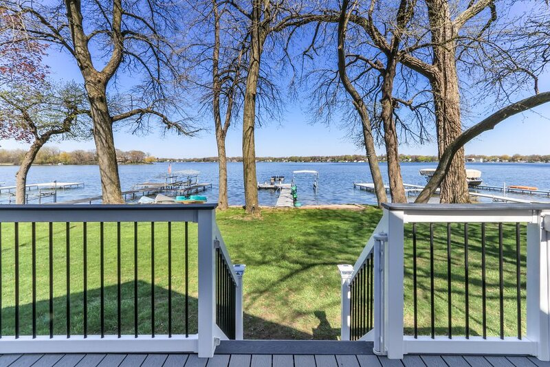 Amazing Lakefront on Powers Lake with private beach and a private pier!, holiday rental in Antioch
