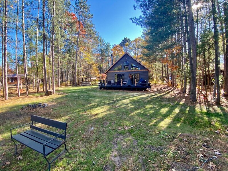 Lower Post Lake cottage on the water, vacation rental in Summit Lake