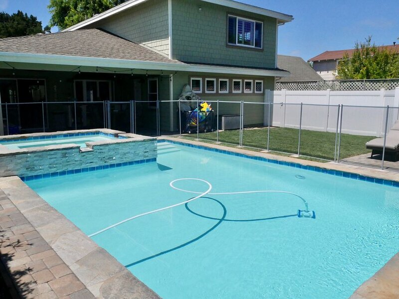 Large POOL/SPA Home * Perfect for Families with Kids * Big Yard * Quiet Street, alquiler vacacional en Costa Mesa