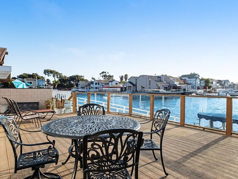Waterfront home with large sun deck, harbor views, & close to sites, holiday rental in Port Hueneme