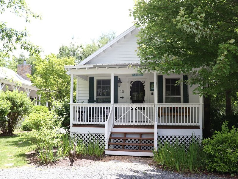 River Rest Cottage - #10 Fish Camp, holiday rental in Spruce Pine