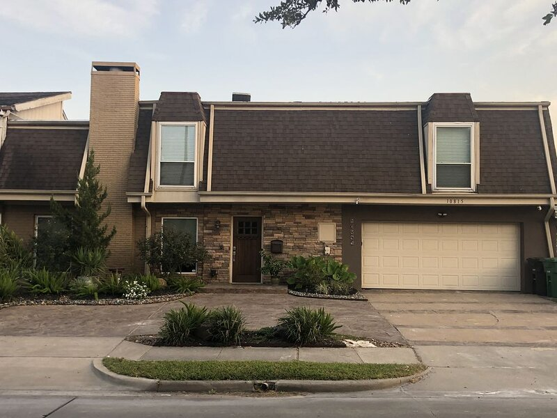 Updated Townhome with Private Pool, holiday rental in Clodine