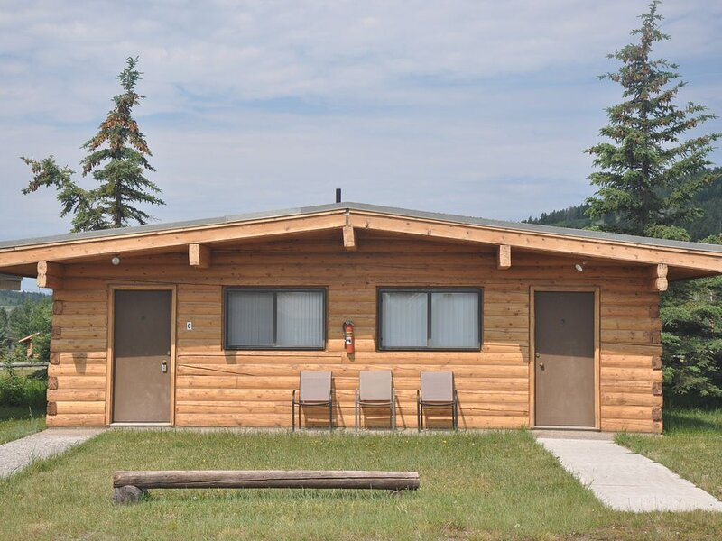 2 Bdrm/1 Bath Cabin With Full Kitchen and Amazing Teton Views, holiday rental in Moran