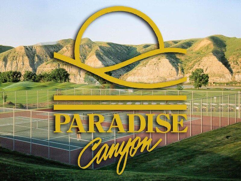 Paradise Canyon Golf Resort - Luxury Condo U409 – semesterbostad i Lethbridge